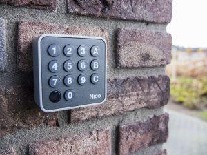 Draadloos codepaneel voor uw elektrische poort - De Poortexpert