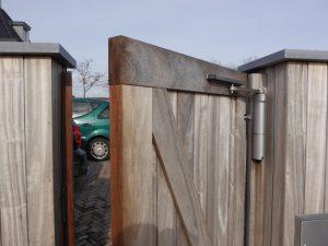 Poortdranger op een handbediende poort - De Poortexpert