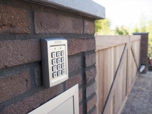 Elektrische poortbediening - Bedraad codepaneel - De Poortexpert